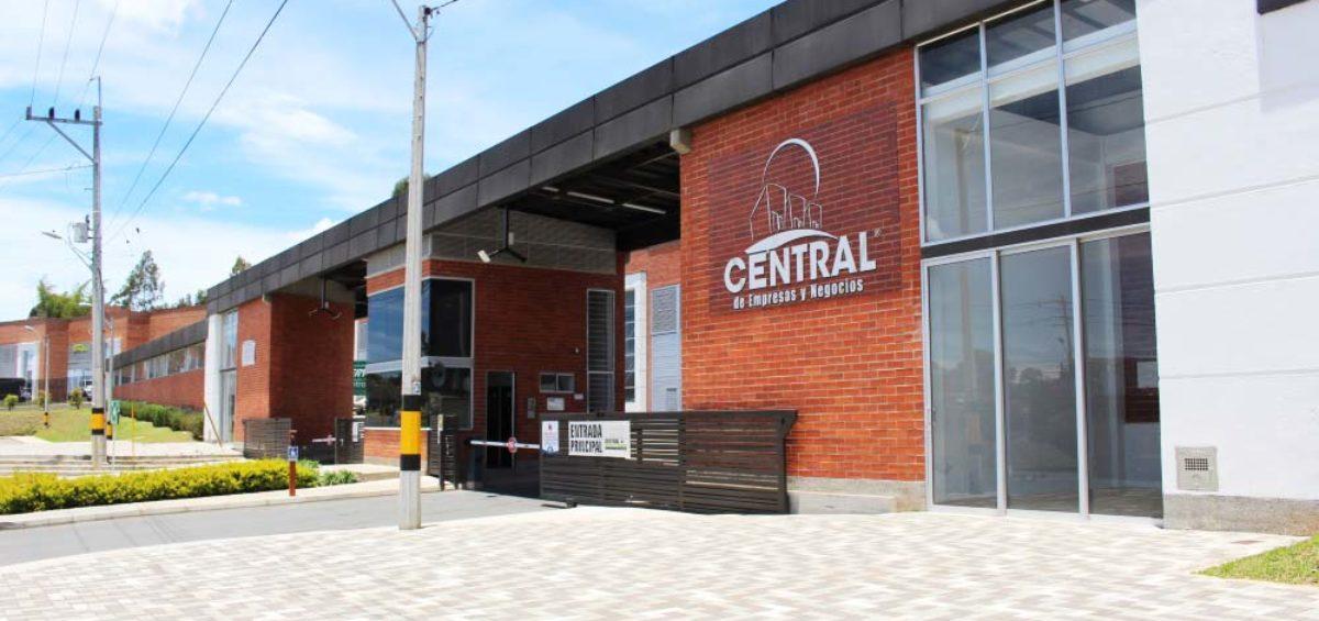Entrada principal de Central de Empresas y Negocios